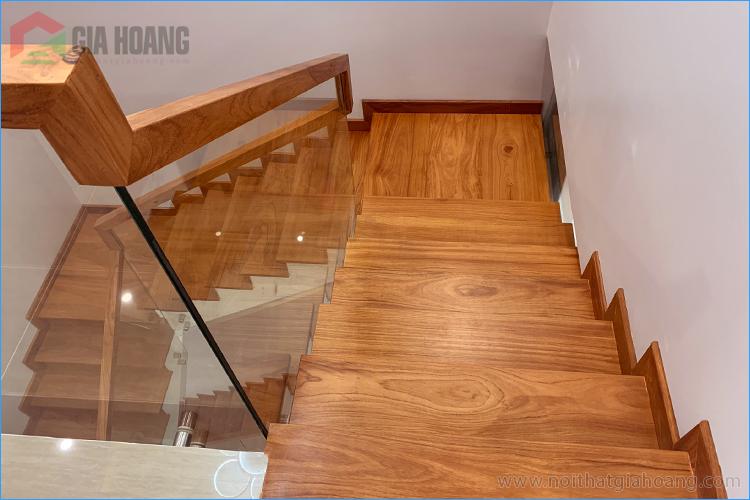 Ảnh thực tế công trình mặt ốp cầu thang gỗ Gõ Đỏ