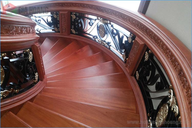 Cầu thang - tay vịn gỗ gõ Đỏ đẳng cấp