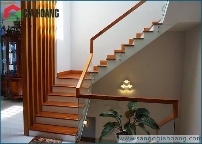 Bậc cầu thang gỗ Gõ Đỏ tự nhiên - Gia Hoàng.,Ltd