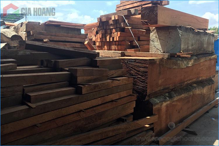 Nguyên liệu gỗ tự nhiên tại xưởng gỗ Gia Hoàng