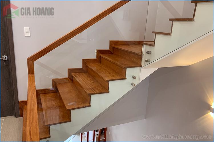 Ốp cầu thang gỗ Gõ Đỏ cao cấp