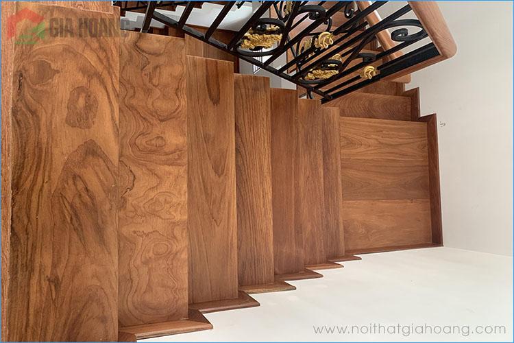 Bậc cầu thang và tay cầm gỗ Gõ cao cấp