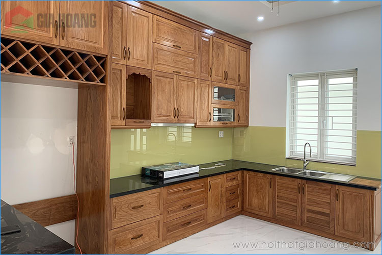 Mẫu tủ bếp gỗ Gõ Đỏ chữ U
