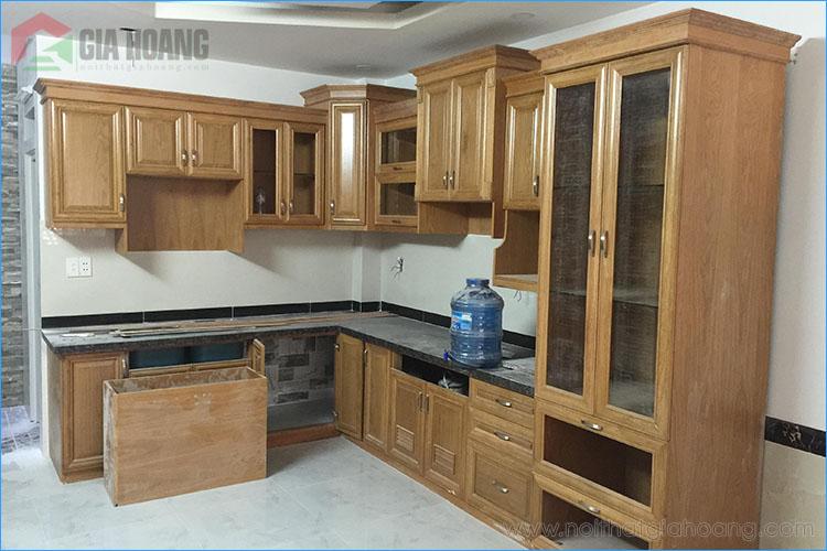 Công trình tủ bếp gỗ sồi và tủ gỗ sồi âm tường tại quận 2