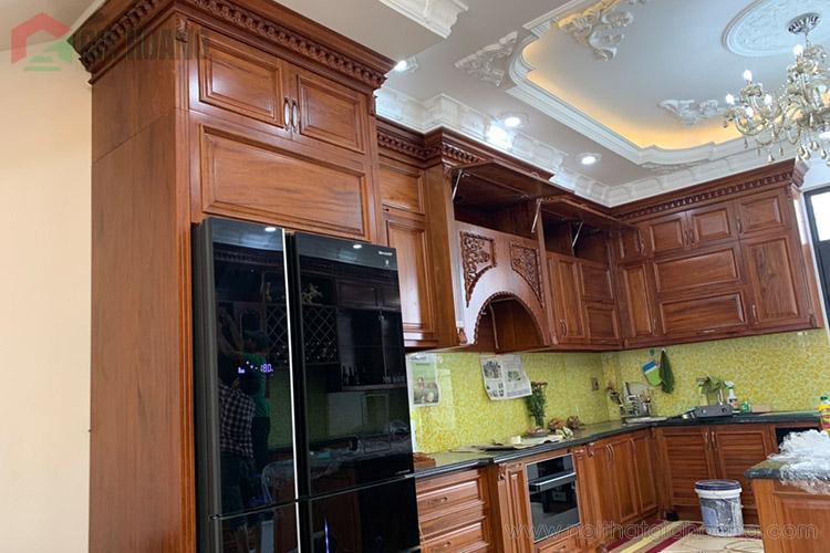 Vẻ đẹp khó cưỡng của tủ bếp gỗ Căm Xe cao cấp