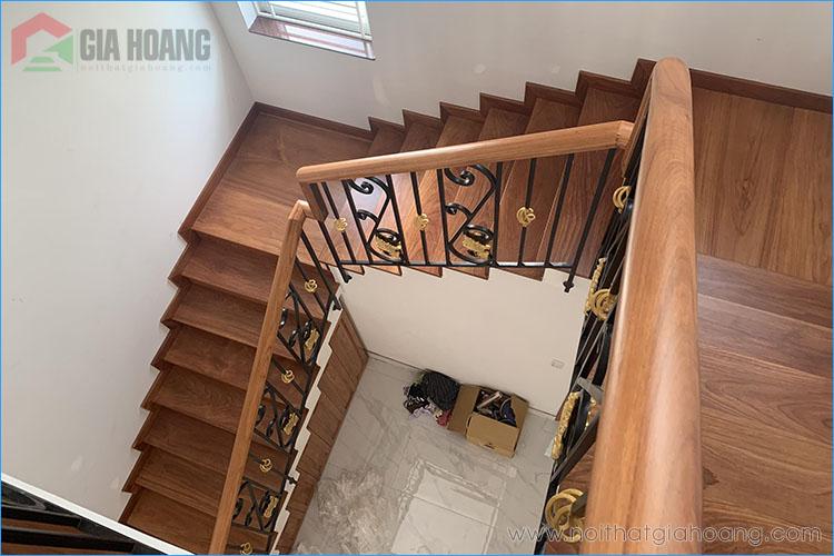 Thi công nội thất cầu thang gỗ Gõ Đỏ