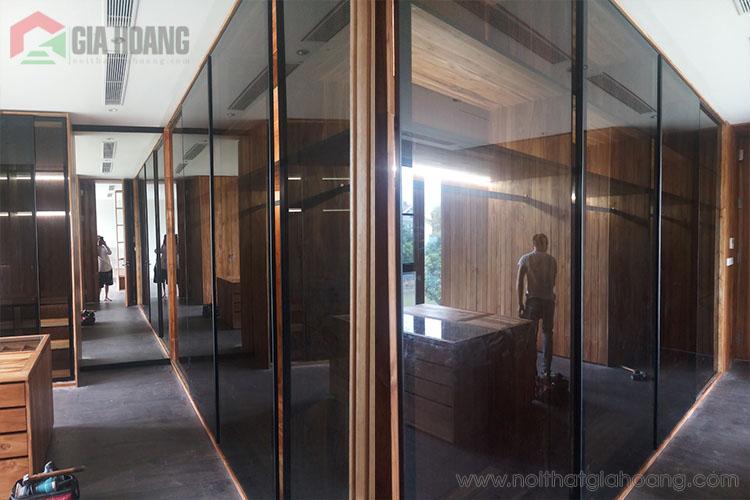 Không gian tủ kèm cửa kính khung nhôm cao cấp