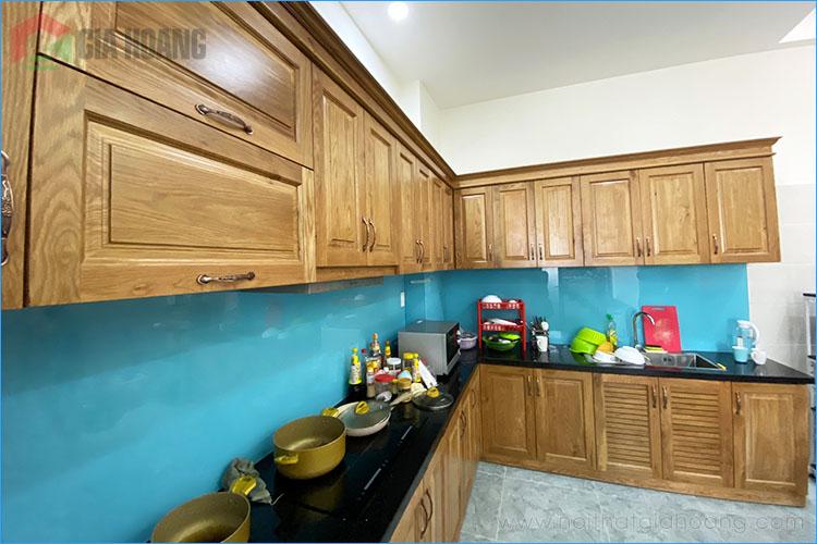 Tủ bếp gỗ Sồi dáng chữ L cứng cáp ôm góc bếp