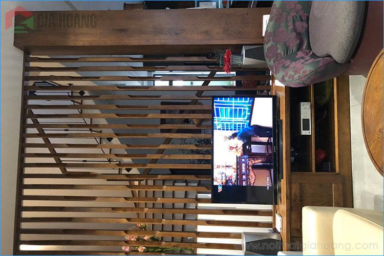 Vách ngăn cầu thang gỗ tự nhiên