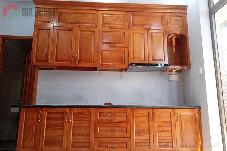 Thực tế mẫu tủ bếp gỗ Gõ Đỏ tự nhiên
