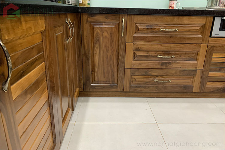 Tủ bếp dưới bằng gỗ Walnut