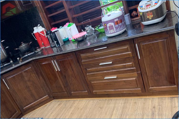 Tủ bếp gỗ Óc Chó - Thực tế
