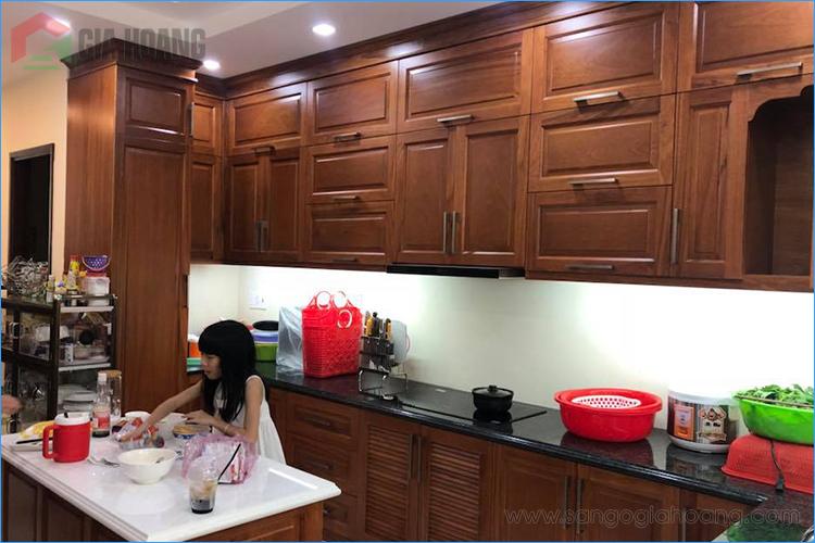 Tủ bếp gõ Đỏ hoàn thiện sau 1 năm sử dụng - Gia Hoàng.,Ltd